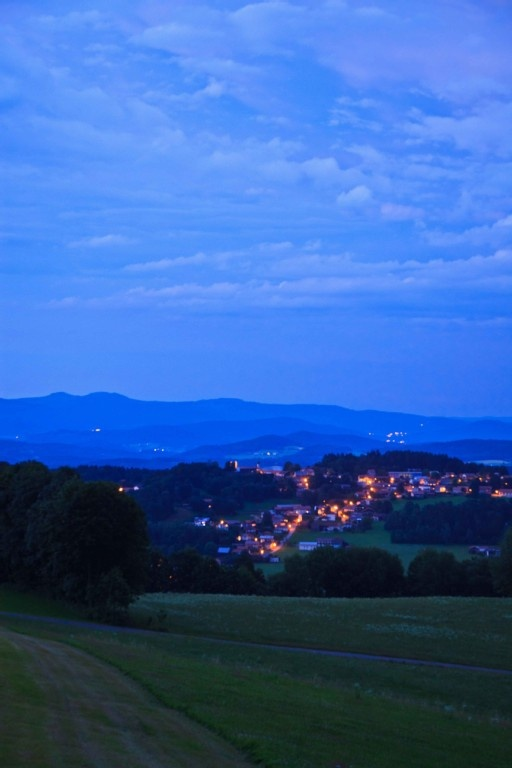 Abendblick auf Kollnburg und den großen Arber