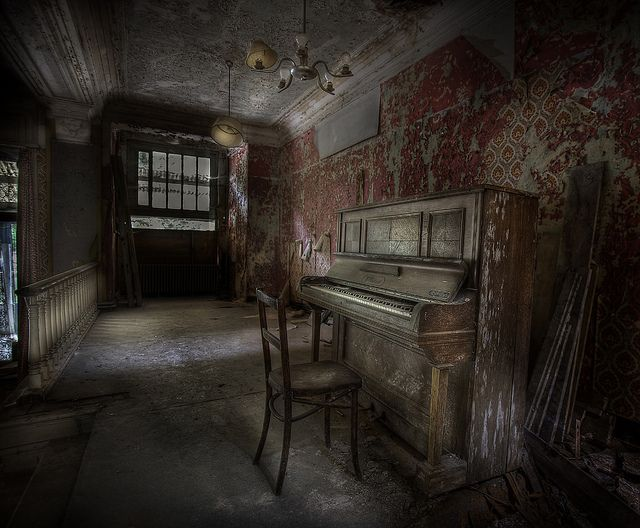 Top 10 Hotels That Will Scare the Daylights Out of You