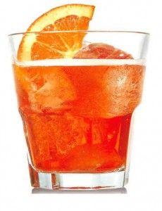 spritzPer l'Aperol Spritz: 3 parti di prosecco doc 1 parte di soda 2 parti di Aperol Ghiaccio Arancia
