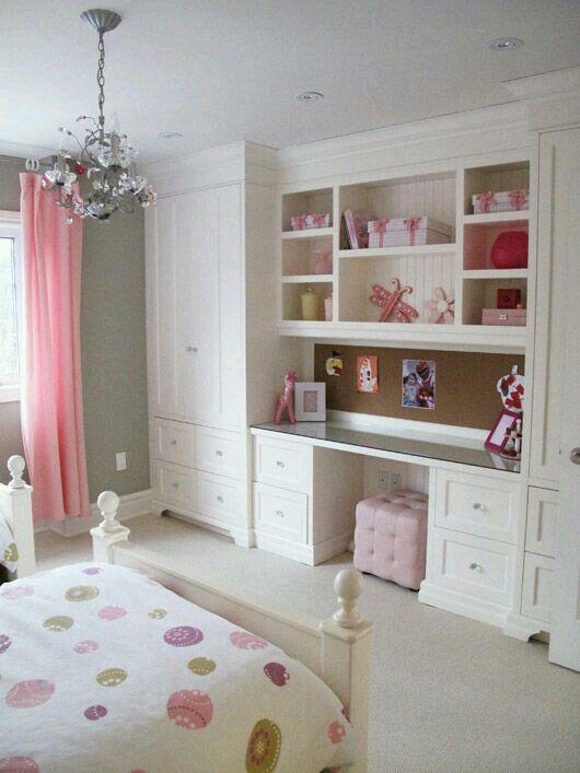Habitación blanca y rosa