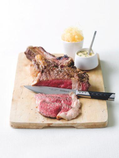 Steak bearnaise met stro-aardappelen http://njam.tv/recepten/steak-bearnaise-met-stro-aardappelen