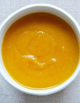 Velouté carotte vitaminée - 600 G DE CAROTTES 1 OIGNON 1 GOUSSE D' AIL 2 POMMES 25 G DE GINGEMBRE PELÉ 60 CL DE BOUILLON DE LÉGUMES 1 BRANCHE DE ROMARIN HUILE SEL