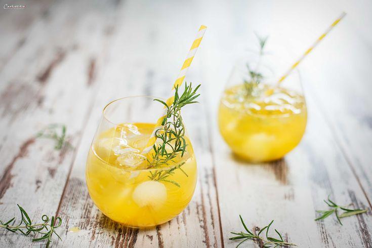 Melonen-Mango-Bowle !!!  Summer Delight !!! Was gibt´s Besseres als im Sommer afterwork einen fruchtigen, eisgekühlten Cocktail zu genießen? Am Besten in Kombination mit einem Sprung in einen kühlen See schmecken fruchtige Sommercocktails. Kennt ihr schon die neue Sorte von Pago? Die Kombination aus Honigmelone und Mango gibt´s jetzt schon in der Gastronomie und bald im Handel. Die Sorte schmeckt nach …