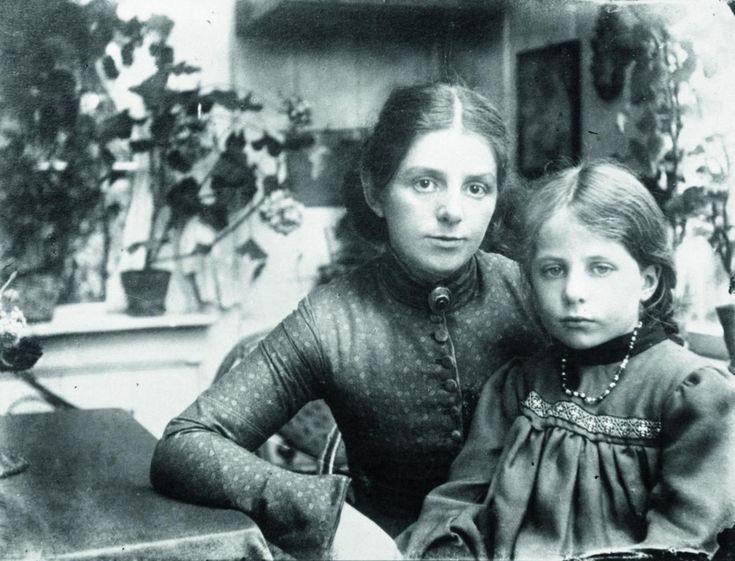 Paula Modersohn-Becker mit Elsbeth im Worpsweder Garten, um 1903, Paula Modersohn-Becker-Stiftung, Bremen