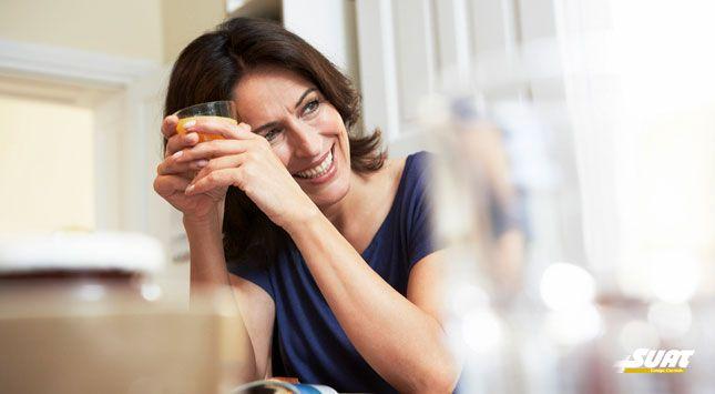 La menopausia suele transcurrir entre los 40 y 50 años de vida de la mujer y se encuentra marcada por la disminución de la producción de hormonas sexuales femeninas. Es en este momento en el cual la alimentación adquiere un papel sumamente esencial, al igual que la práctica de diversos hábitos saludables.