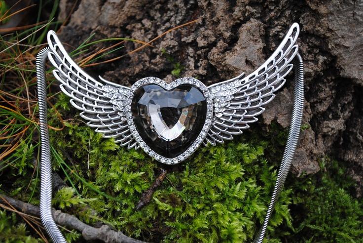 Big black heart with wings and rhinestones. 219 SEK.  http://www.jerikascorner.se/halsband-hjarta/27-0