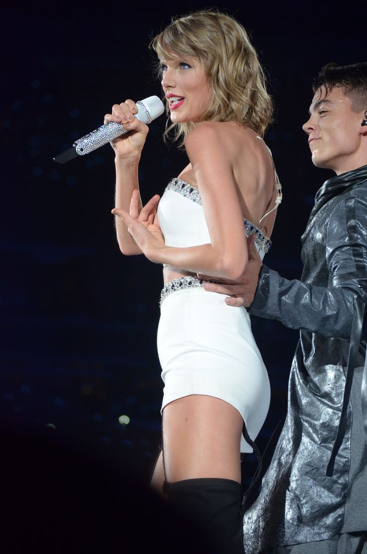 Taylor performing I Know Places during night one of the 1989 World Tour in East Rutherford 7.10.15