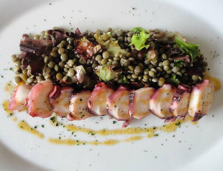 Un primer plato auténticamente de mar y montaña: Ensalada de lentejas.