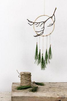 DIY Weihnachts-Traumfänger mit Naturmaterialien