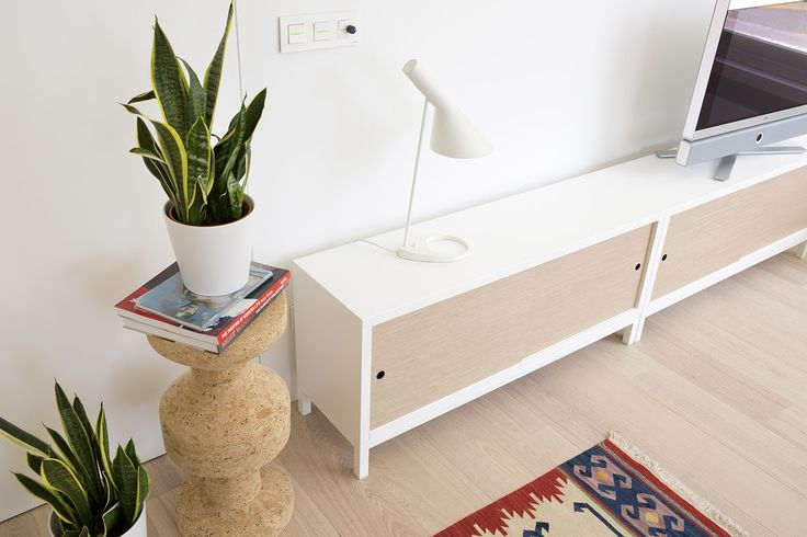 We love the contemporary look of the new STUA Sapporo with white base. This makes the frame all-white. SAPPORO: www.stua.com/eng/coleccion/sapporo.html