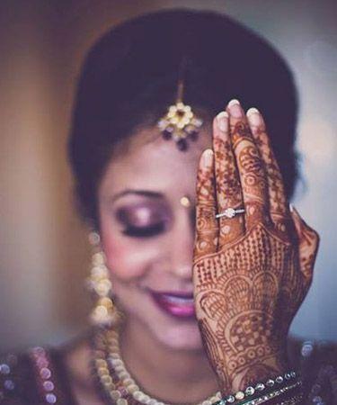 Indian wedding photography. Bridal photo shoot ideas. Traditional Southern Indian bride wearing bridal silk saree, jewellery and hairstyle. #IndianBridalMakeup #IndianBridalFashion