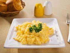 Oeufs brouillés à la ricotta // Pour les amoureux du petit déjeuner salé ==> http://www.ptitchef.com/recettes/entree/oeufs-brouilles-a-la-ricotta-fid-1185536 #recette #cuisine #ptitchef #ptitchefrecette #recipe #food #foodpic #cook #cooking #oeufs #brunch