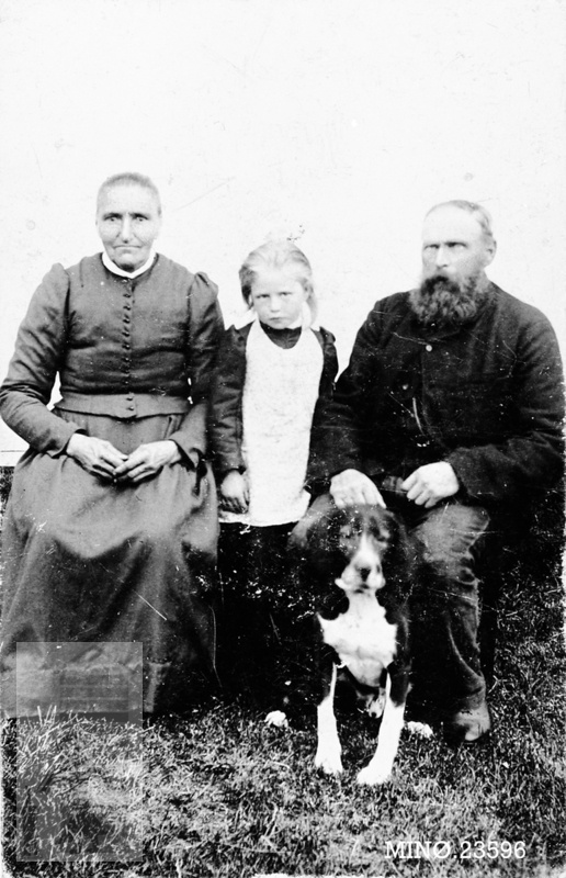 This could be my mother's family, Eliason, Familiebilde. Norway, 1898