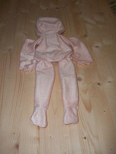 Corpo già cucito da imbottire della bambola Linda. Nei Kit per i Corsi i l corpo della bambola è pronto per l'imbottitura. Rossella Usai