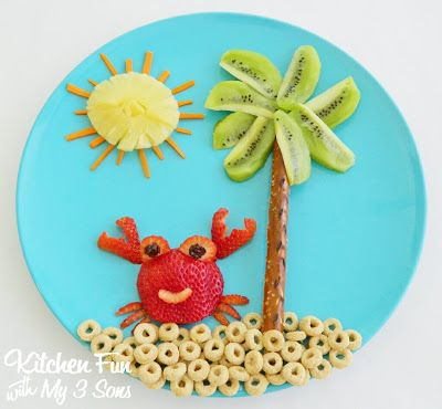 Crab on the Beach Snack...a healthy snack for toddlers & a great way to get them to eat lots of fruit!!