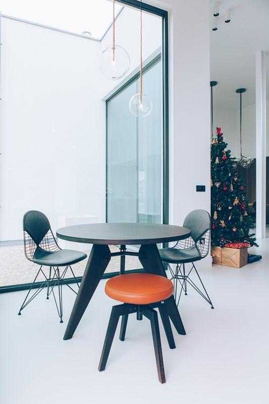 Vitra Guéridon - table - tafel - eetkamer - dinning room - keuken - stool - kruk - stoel - chair - inrichting - realisatie - Kerstmis