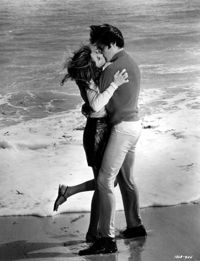 ♡♥Elvis kisses Michele Carey on the beach in his movie 'Live a Little, Love a Little in 1968♥♡