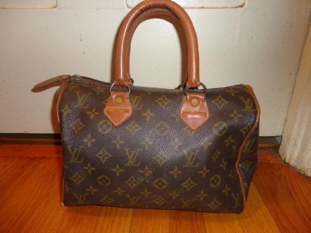 Vintage Authentic Louis Vuitton Speedy 25 doctors  Bag Purse Bag Paris French Luggage Co. LV Monogram. $175.00, via Etsy.
