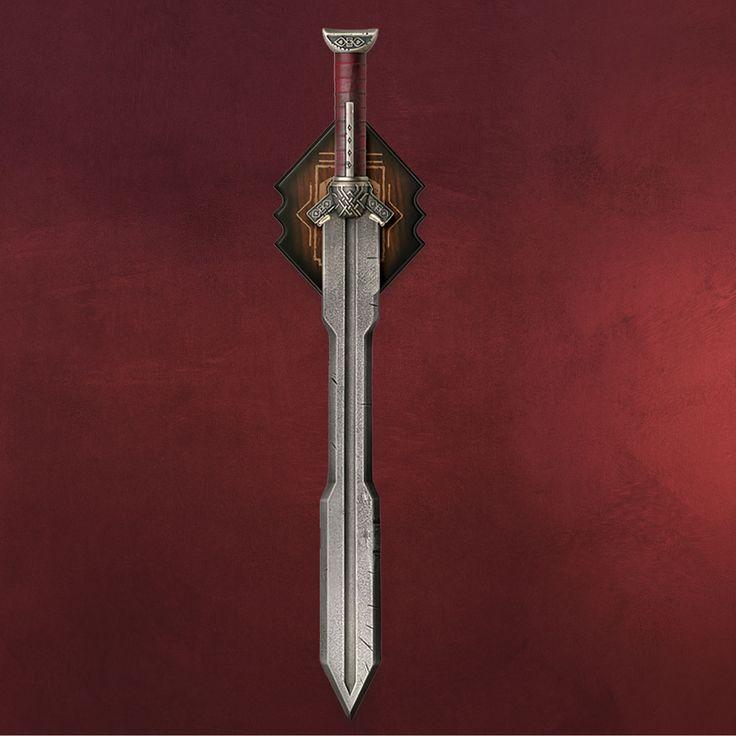 Von Zwergenhand geschmiedet, von Zwergenhand getragen: Diese markante Klinge gehört Kili, dem Neffen des großen Thorin Eichenschild aus der Geschichte des Hobbit. Zusammen mit seinem Bruder Fili, seinem Onkel und weiteren zehn Zwergen...