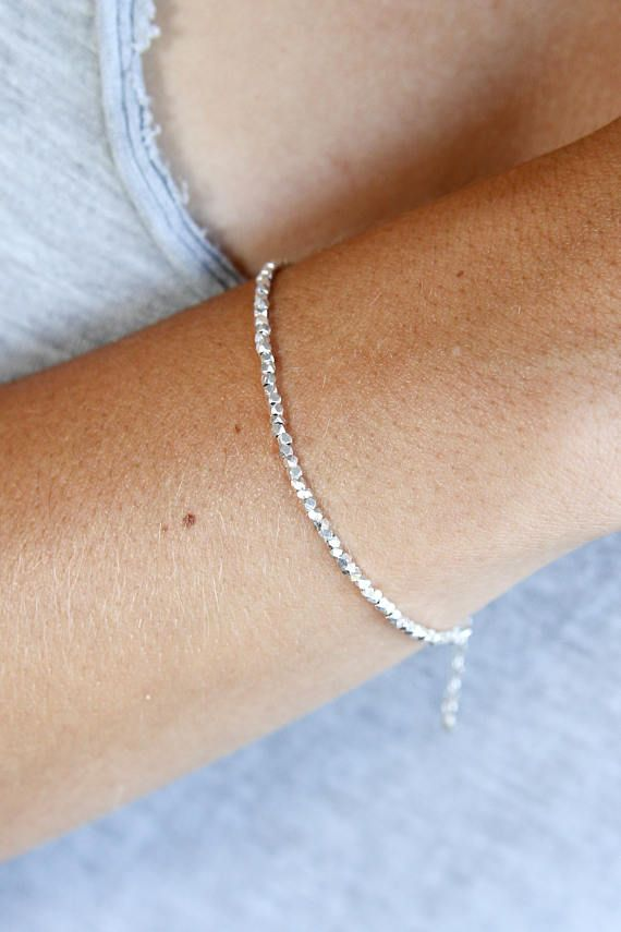 Sierlijke Zilveren armband - minimalistische armband - verstelbare armband - gevoelige fijne zilveren sieraden - kleine kralen armband