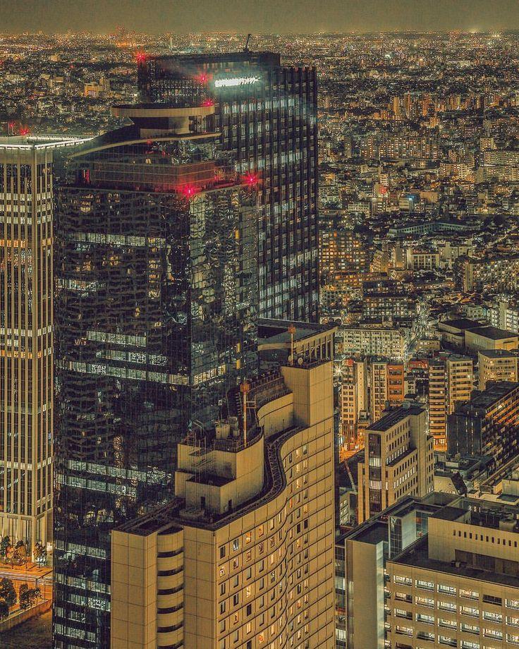 "2,992 Likes, 64 Comments - Yoshito Hasaka / 羽坂譲人 (@_f7) on Instagram: ""JEWELS 💎 . . . . . #nightphotography #NIGHTSHOOTERS #rsa_streetview #meistershots #AGameofTones…"""