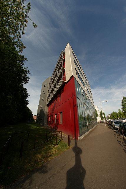 Faculté de médecine et de pharmacie de Rouen vue de la route de Lyons-la-Forêt   http://parapharmacie-en-ligne.blogspot.co.at/2013/08/le-bien-etre-absolu-avec-viveo-la.html
