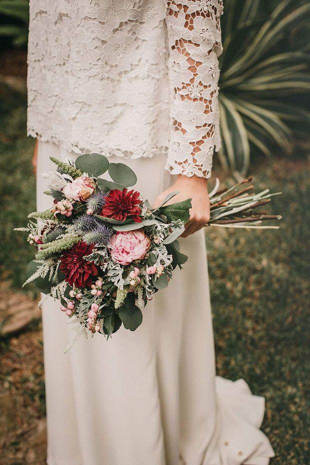 Precioso ramo de novia para tu boda de otoño en tonos marsala. #innovias https://innovias.wordpress.com/2016/01/22/el-marsala-un-color-para-novias-de-invierno-by-innovias/