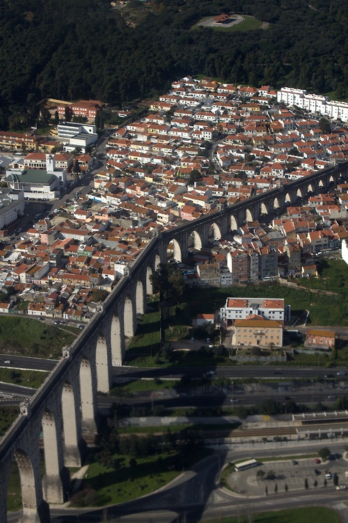 Lisbon Aqueduto das Aguas Livres #Portugal BEAUTIFUL AND WIDE FLAT IN ALFAMA (Lisbon) A beautiful and confortable flat in Alfama, one of the most charming neighbourhoods of Lisbon with its characteristic maze of narrow streets, where you can enjoy a variety of Fado houses, local restaurants, trendy bars and picturesque houses, a perfect choice for those who want to be at the heart of Lisbon, within a walking distance of the most interesting places in town. https://www.airbnb.pt/rooms/805264