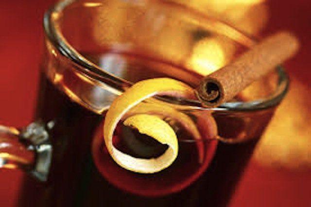 """Mais um drink super típico das Festas Juninas! Hje teremos no nosso """"happy hour"""" o quentão! Ingredientes (6 porções)..."""