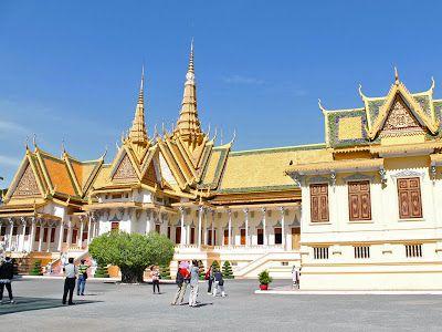 http://www.vietnamitasenmadrid.com/camboya/palacio-real-pagoda-plata-phnom-penh.html Palacio Real de Phnom Penh y la Pagoda de Plata