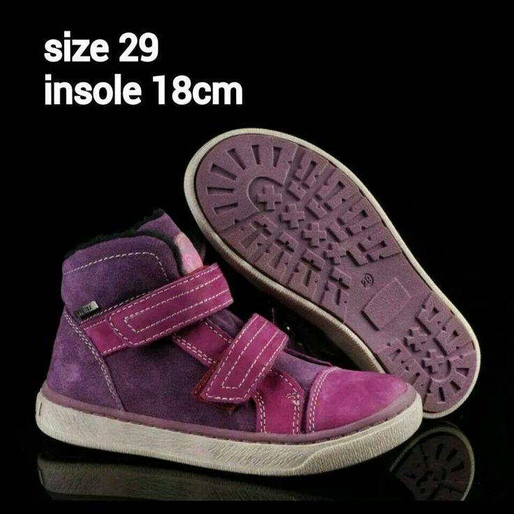 READY STOCK KIDS LEATHER SHOES KODE : CRAYON PURPLE Size 29 PRICE : Rp.225.000,- AVAILABLE SIZE : - Size 29 (insole 18cm)  Material : Full Leather (Genuine Leather/Kulit Asli),Sol karet lentur. Ringan dan nyaman sesuai utk anak-anak.  Insole = panjang sol dalam. Ukurlah panjang telapak kaki anak, beri jarak minimal 1,5cm dari insole.  FOR ORDER : SMS/Whatsapp 087777111986 PIN BB 766A6420 Facebook : Mayorishop  #pusatsepatubootsanak #readystock #sisaekspor #exportquality #originaleuropebrand…