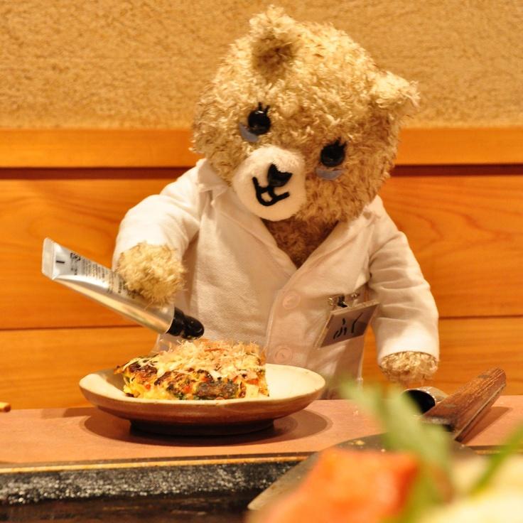 今日のお昼はお好み焼きデス。本気で押したらかつおぶしまみれになるだろうか。