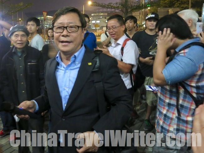 Pan-Democrat legislator Raymond Wong addresses his supporters after giving a speech in LegCo supporting the measure to investigate why HKTV was denied a broadcast license.  Read the full story here: http://thechinachronicle.com/hong-kong-tv-vote-delayed-aggressive-protesters-surround-legislative-council/