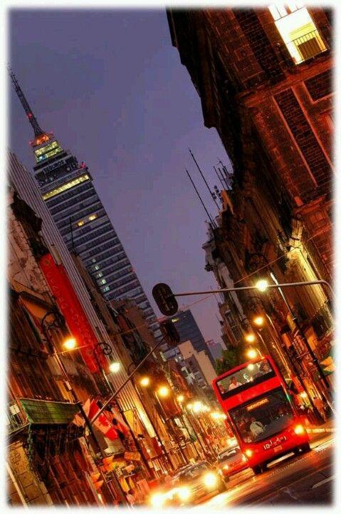 Al caer la noche ciudad de Mexico