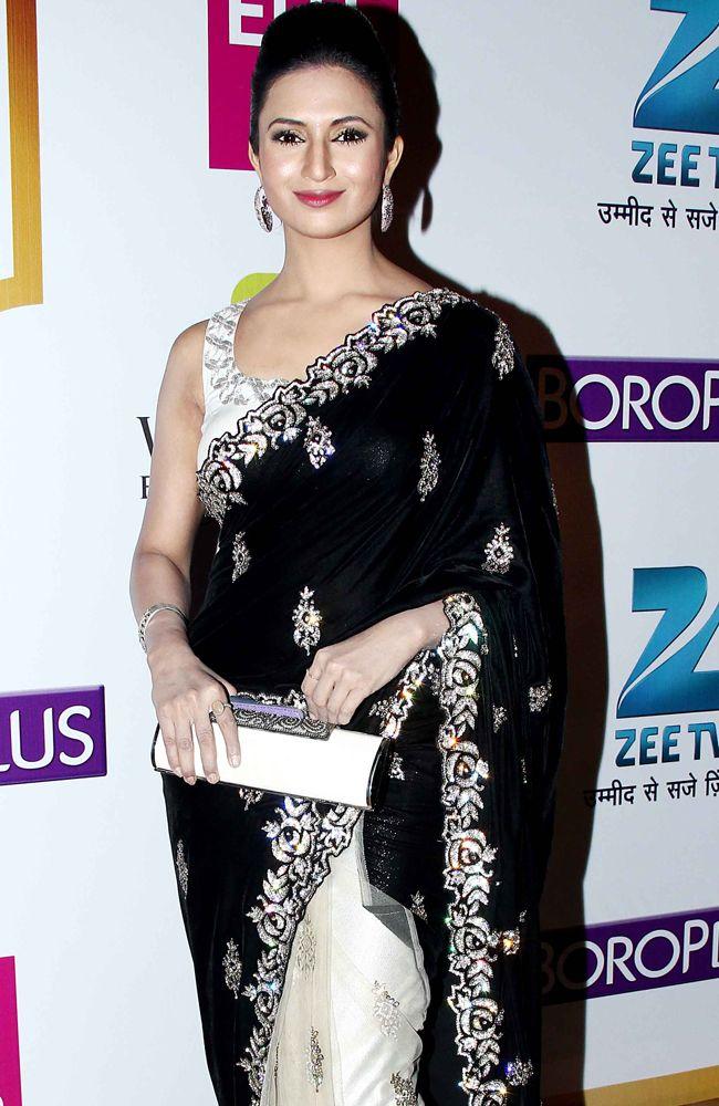 Divyanka Tripathi poses in a black and cream saree at Gold Awards. #Style #Bollywood #Fashion #Beauty