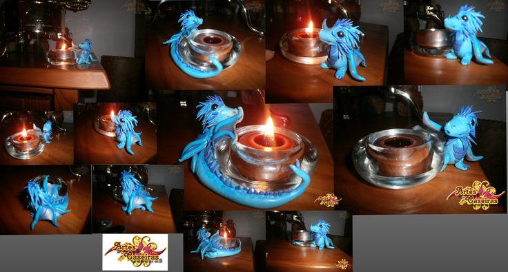 Dragão azul em suporte de vela.  Feito à mão em cerâmica plástica. Peça única. Fimo polymer clay