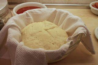 Base per pizza/focaccia pugliese + http://lacucinadigigi.blogspot.it/2009/01/panzerotti-alla-foggiana.html