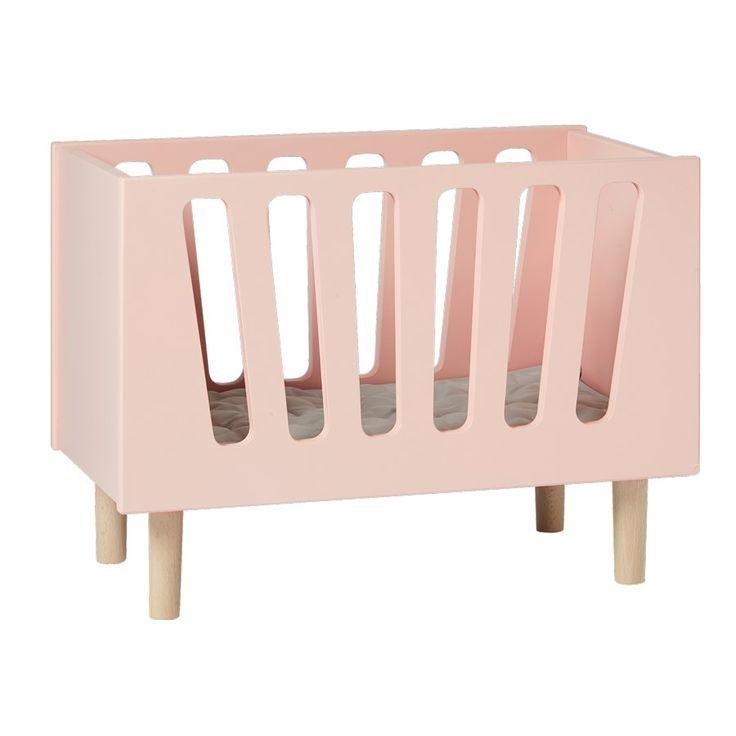 Traumschönes Holz Puppenbett in rosa für das perfekte Rollenspiel aus dem Hause Done by DeerDas wunderschöne rosa Puppenbett mit Matratze des dänischen Herstellers Done by Deer lässt die Augen ihres kleinen Mädchen stahlen.