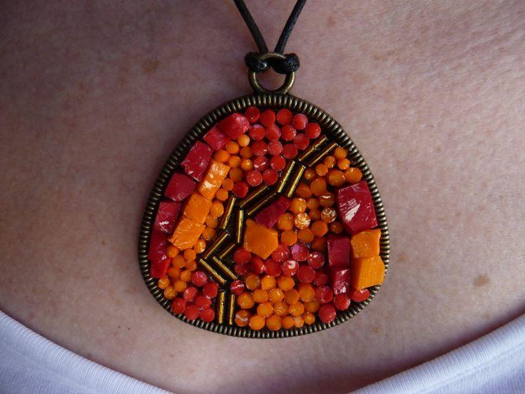 Rosso, arancio e oro. Sfumature di rosso. Irregolare e grande. Coloratissimo vetro di Murano originale di Frammentidicolore su Etsy