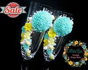 SALE -15% korting champagneglazen met handgemaakte bloemen in mint & citroen Wedding - Wedding proosten fluiten -…
