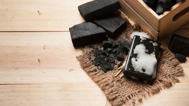 Il sapone nero, anche noto come sapone marocchino o nero africano, è un prodotto strepitoso, usato sia per la cura personale che per l'igiene domestica.