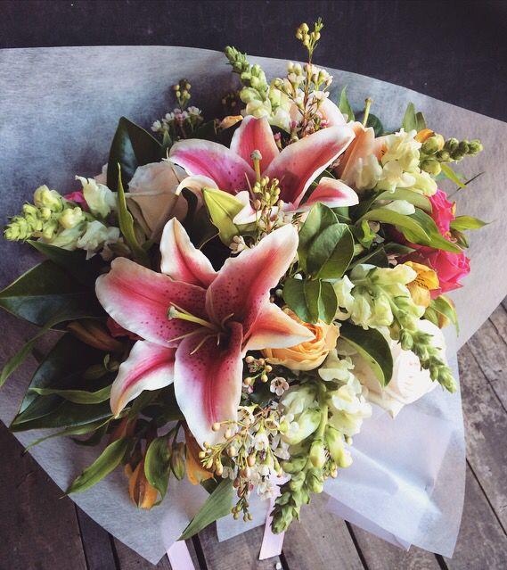 Flowers. Pink. Green. Yellow. Retro. Summer. Ida Bjerhem. Lilies. Blommor. Liljor. Sommar. Äng. Sommaräng. Bukett.