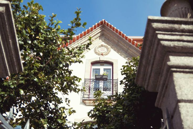 @hotelstroganov 🏡  #facade #1898 #brazão #boutiquehotel #stroganovhotel #designhotel #springtime #бутикотель #архитектура #португалия #visitportugal