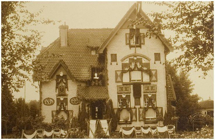 Aarle-Rixtel. Villa Mimosa ( huis van burgemeester A.E. Albers-Pistorius ) versierd b.g.v. het 25-jarig regeringsjubileum van koningin Wilhelmina.  1923