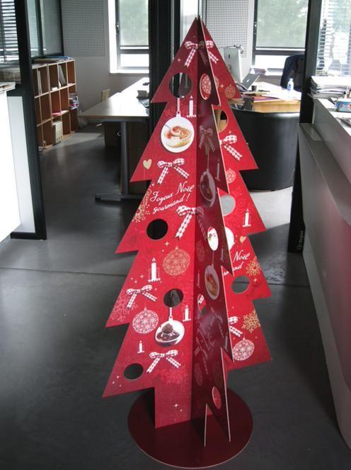 Un beau sapin carton volume réalisé par Empreinte pour Bonne Maman Noël en restauration http://www.empreinte-conseil.fr/blog/