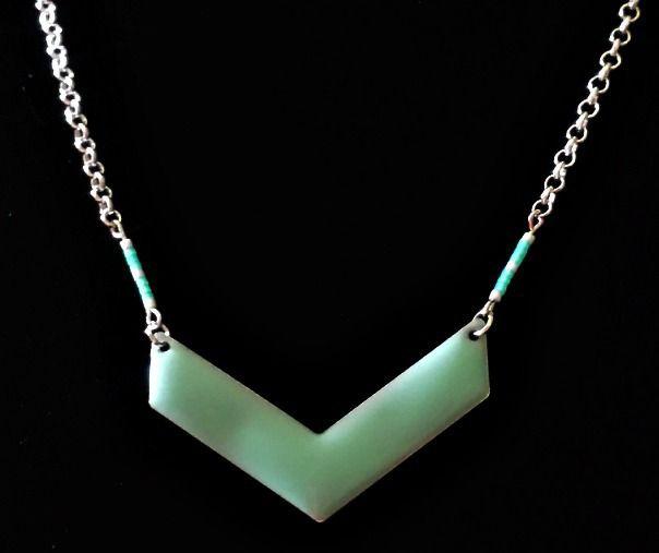 Collier connecteur chevron émaillé et perles Miyuki vert menthe, chaîne argentée maillons ronds. : Collier par creationsannaprague