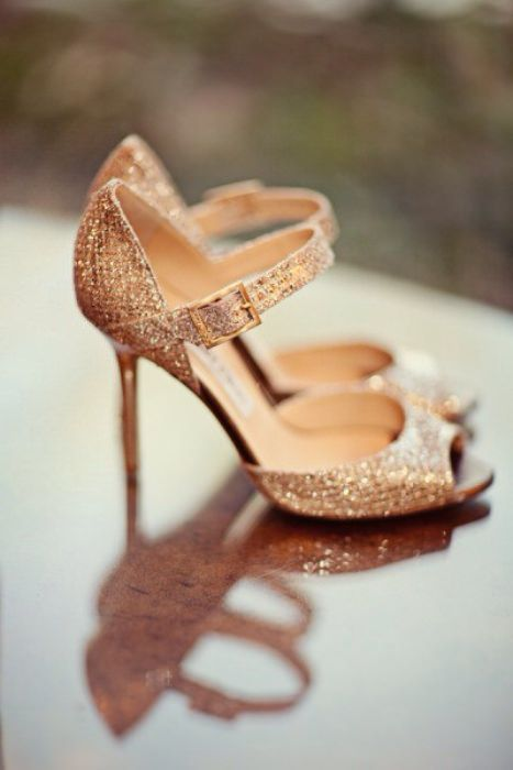 Sparkly rose gold wedding shoes. Photo Source: Hey wedding Lady. #weddingshoes #rosegold