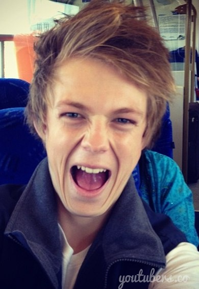 Caspar Lee!!! Love him <3