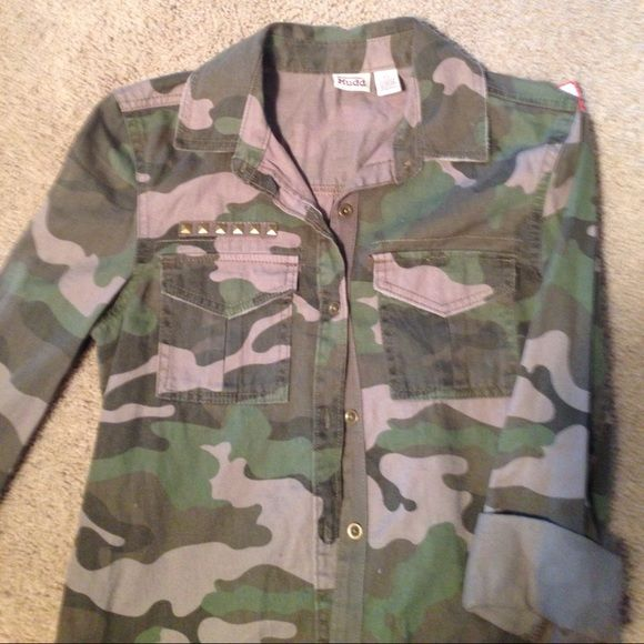 Sale‼️Mudd camo top Button up, two pocket camo top by Mudd..excellent condition!! Mudd Tops Button Down Shirts