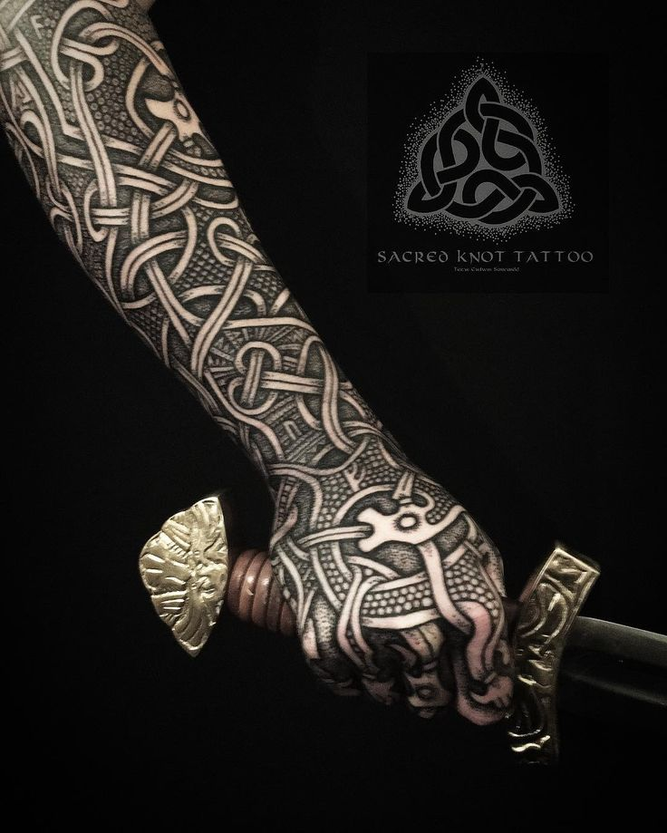 Maxime's Oseberg inspired sleeve. I've always been ridiculously fascinated with the carvings on that beautiful ship.. I hope I've done the work of those ancient wood carvers justice. #viking #vikingtattoo #nordic #nordictattoo #norse #norsetattoo #vikings #dotwork #dotworktattoo #oseberg #knotwork #knotworktattoo #sacredknot #sacredknottattoo